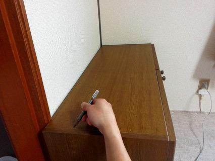 補修ペンで模様を描く
