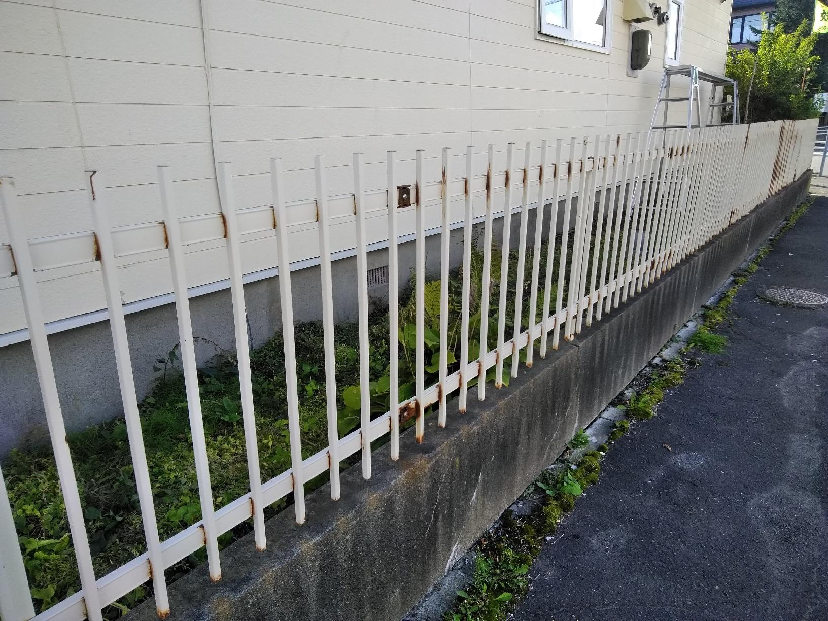柵 塗装前