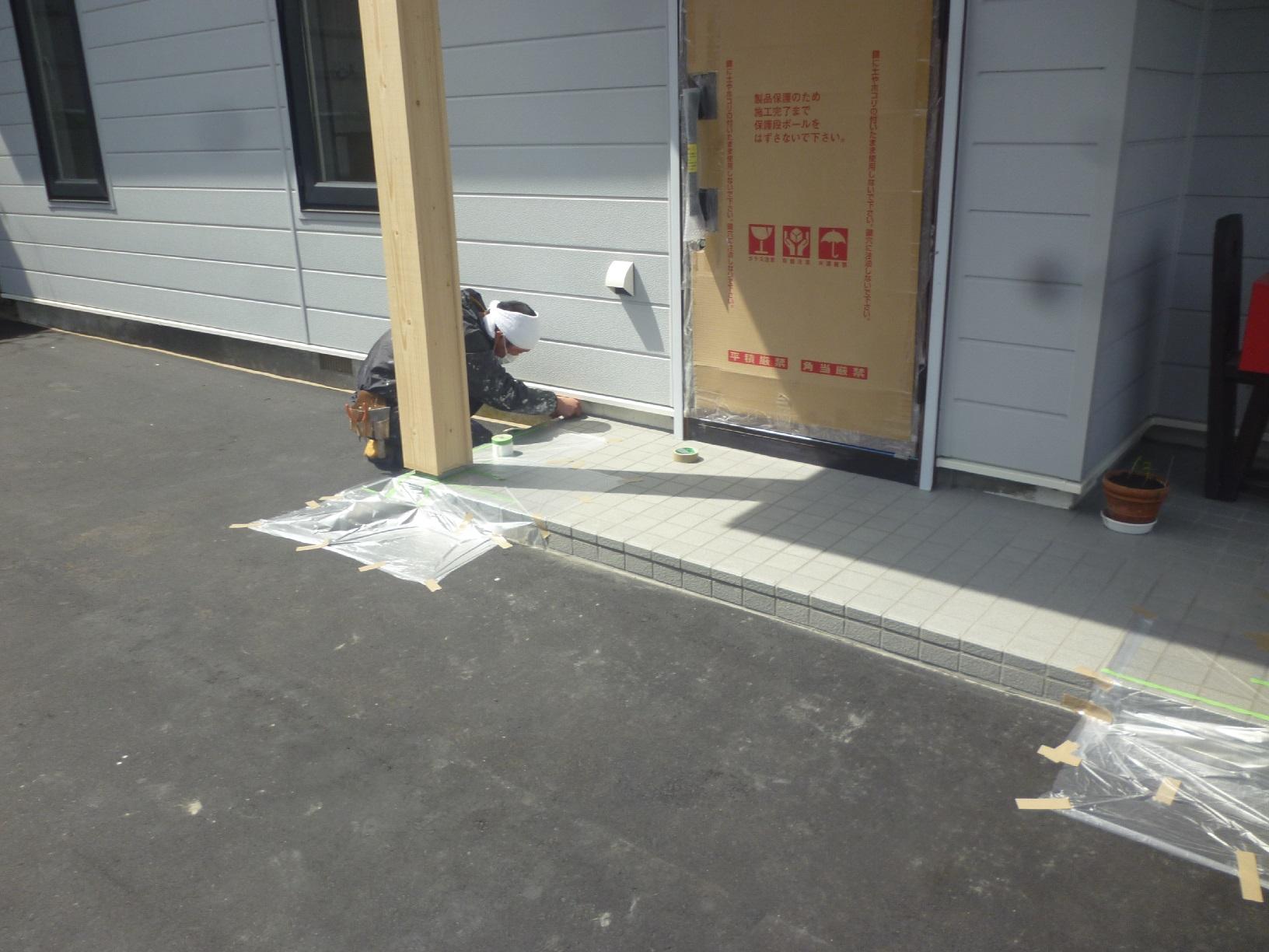 米町モンクール 玄関前柱 下処理2